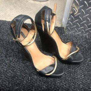 Rachel Zoe black and gold wedge shoes